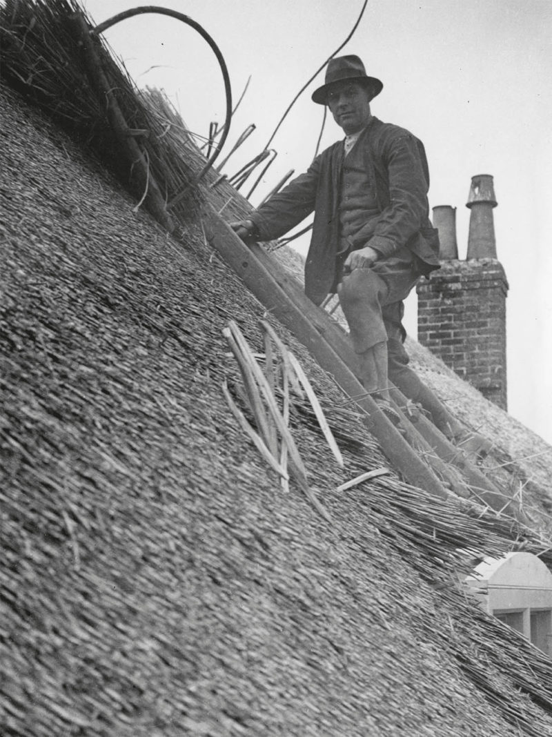 015_Legg of Loders thatching at Grove House